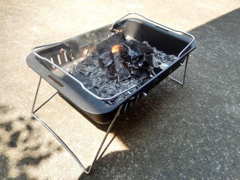 バーベキューの火おこし