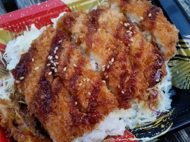 西友のお弁当「チキンソースカツ重」②