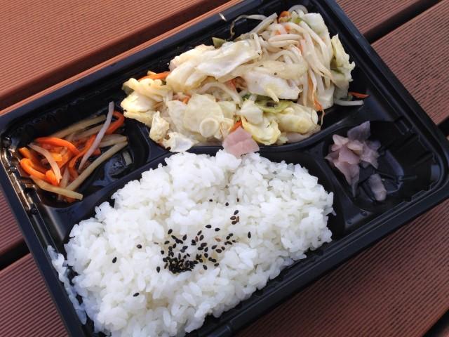 ロヂャースの「野菜炒め弁当」②