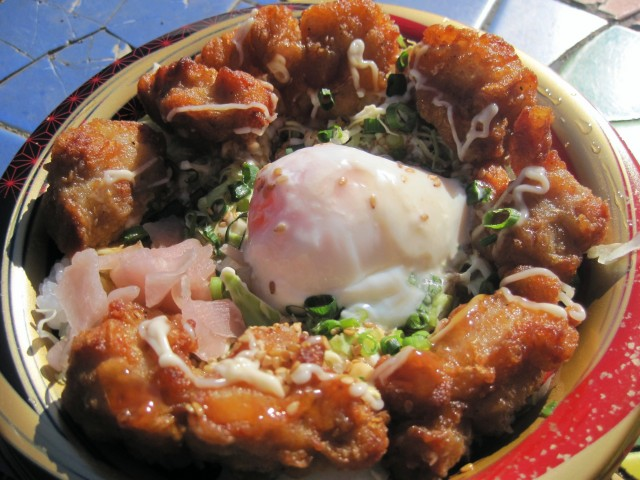 ロヂャース「温玉唐揚丼」①