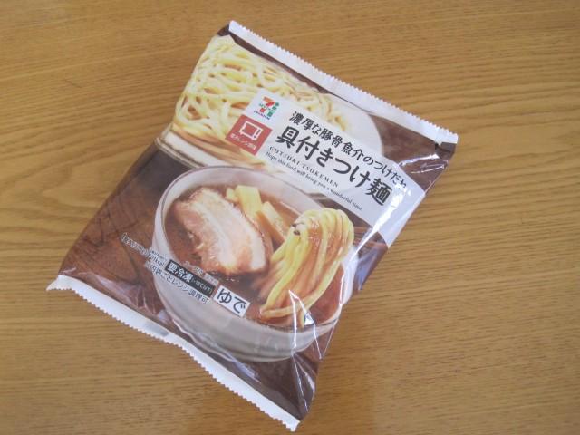 セブンイレブンの冷凍食品「具付きつけ麺」①