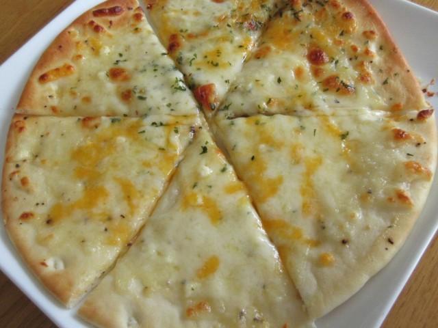 トレビの「4種のチーズ ピッツァ」③