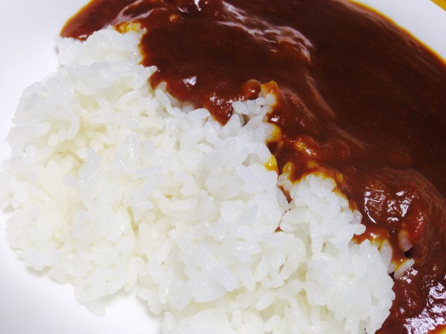 たいめいけん茂手木シェフ監修のレトルトカレー「洋食屋さんのスパイスを効かせた懐カレー」②