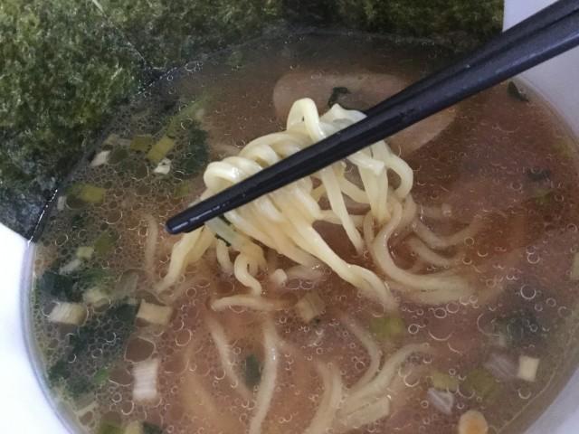 ヤマダイのカップ麺「凄麺 横浜とんこつ家」⑤