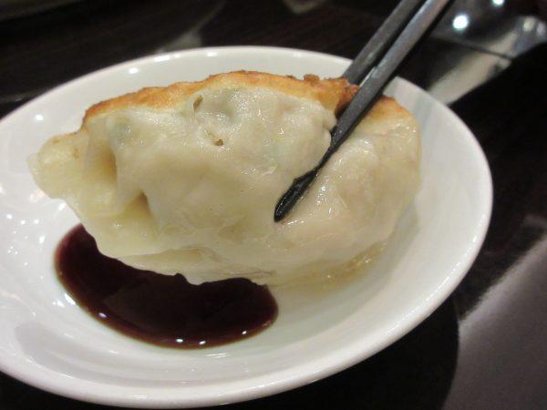 台湾料理 蘭のジャンボ焼き餃子②