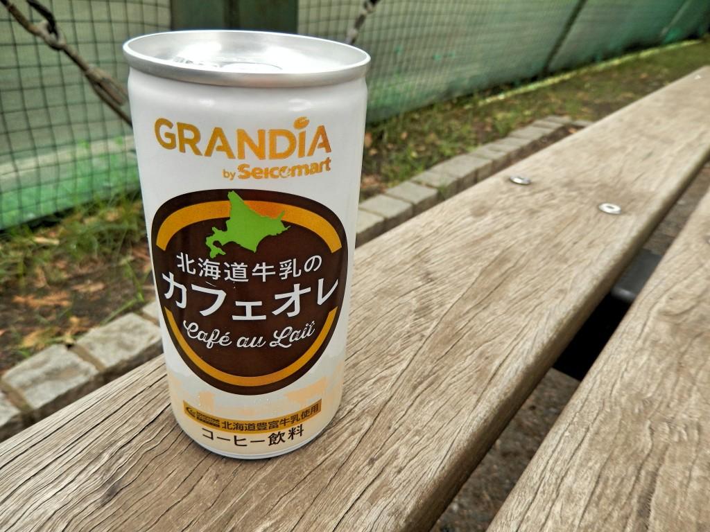 【缶コーヒー・レビュー】グランディア「北海道牛乳のカフェオレ」を飲んでみた感想。セイコーマートのオリジナル缶コーヒーシリーズ。