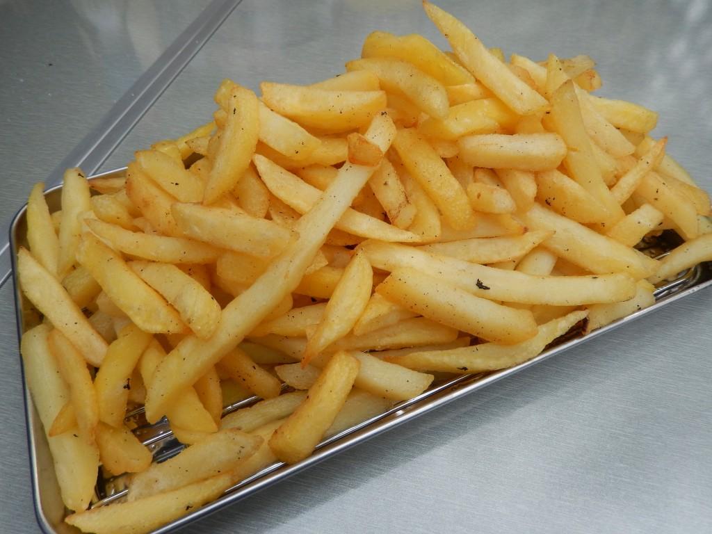 【業務スーパー】200円で大量のフライドポテトを食べる方法はコレだ!
