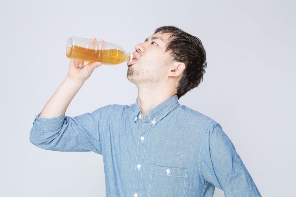 熱中症を予防する水分補給のタイミングや目安は?