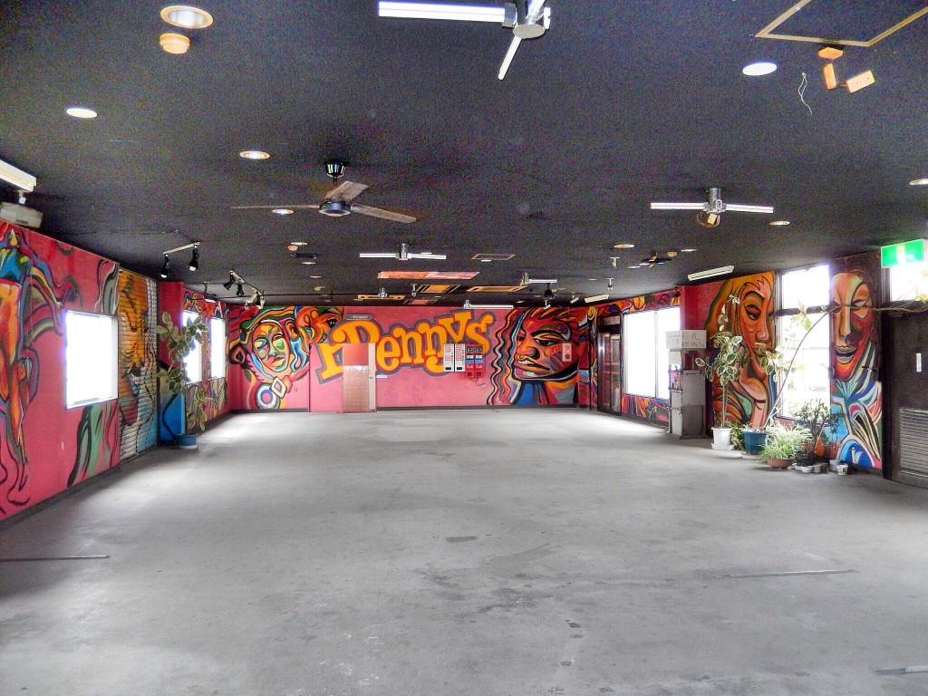鉄剣タロー(行田/観光)園子温映画のロケ地となったオートレストラン。ド派手なアートが迫力満点!