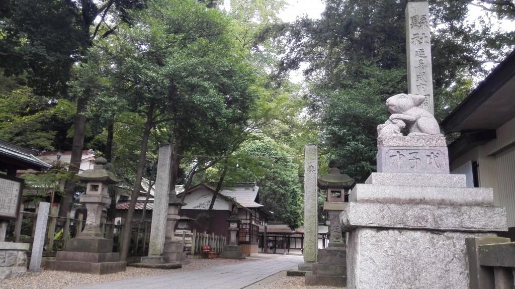調神社(浦和/観光)鳥居と狛犬がなくて狛兎がいる変わった神社。