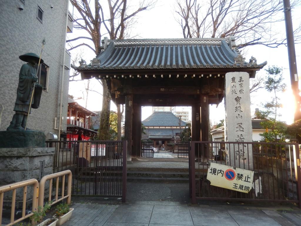 さいたま市浦和の中心街にある玉蔵院はしだれ桜の名所。