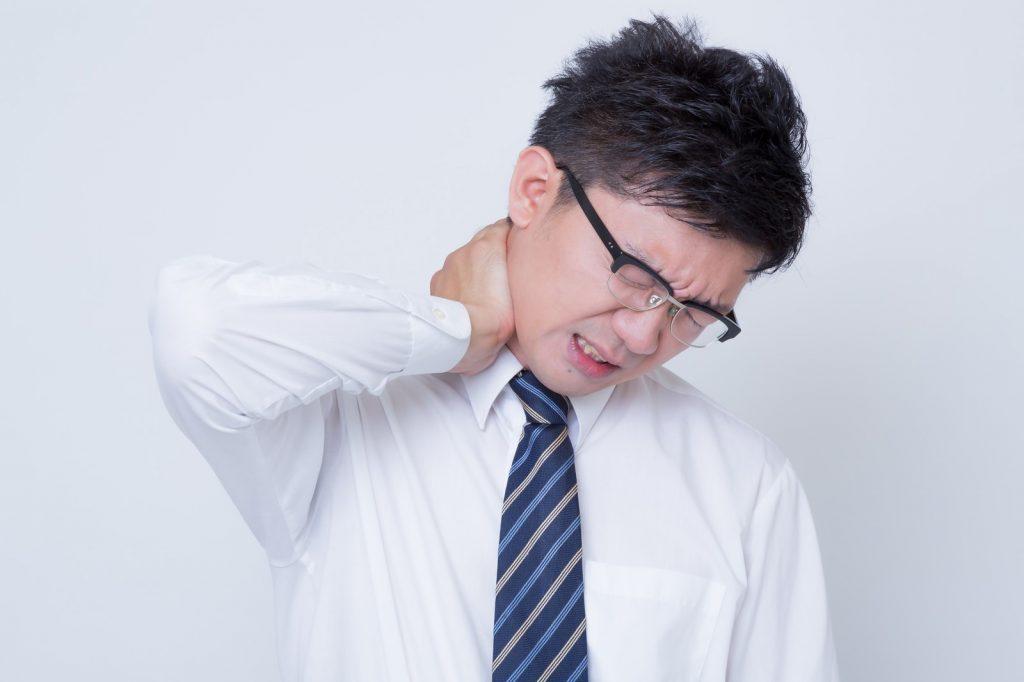 合わない枕が血行不良の原因?枕を変えて首筋の痛みやコリが解消する。