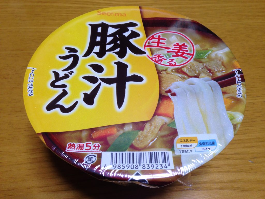【セイコーマート】オリジナルカップ麺「豚汁うどん」は寒い冬にぴったり!