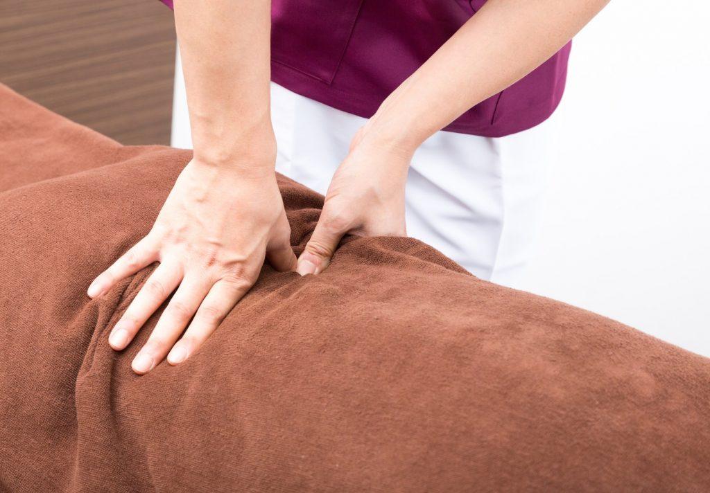くすぐったいが凝りの前兆?痛みの原因はガチガチに固くなった筋肉。