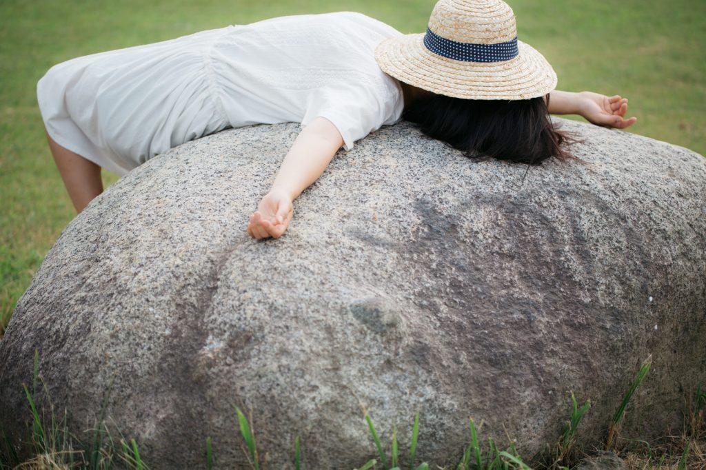 体内時計が乱れる原因!夜更かしや寝溜めが体に及ぼす悪い影響とは?