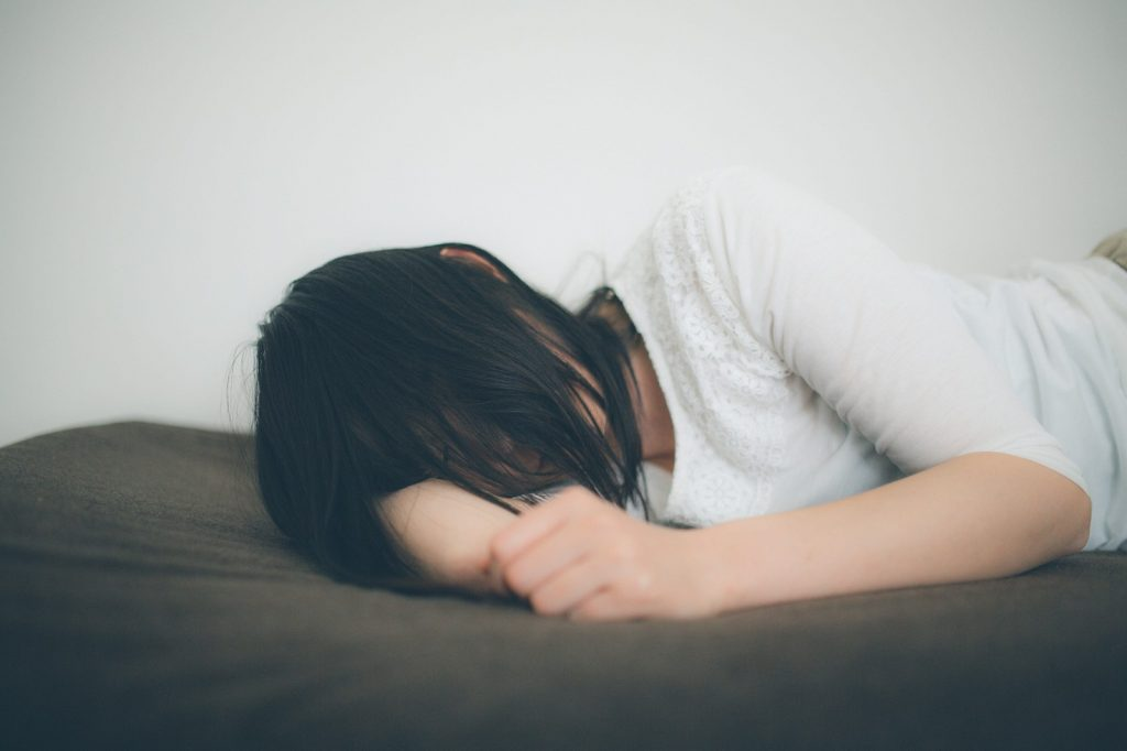 寝る時に咳が止まらなくなる原因は?疲労感や筋肉痛にも注意!