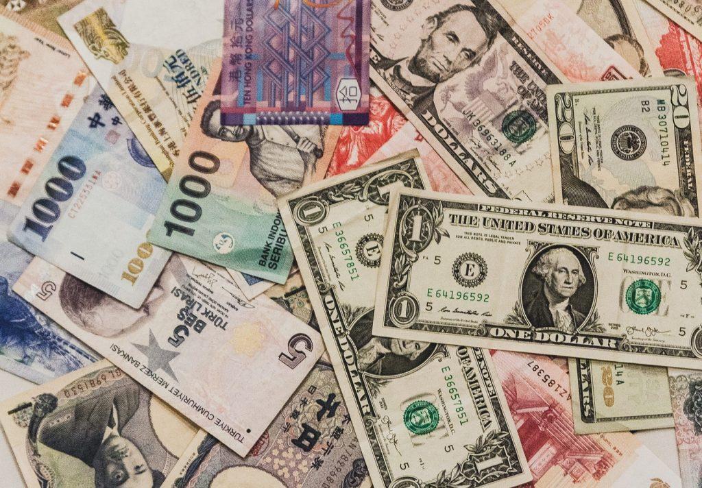 【資産運用】外貨預金に潜むリスクとは?金利の高い国はどこ?