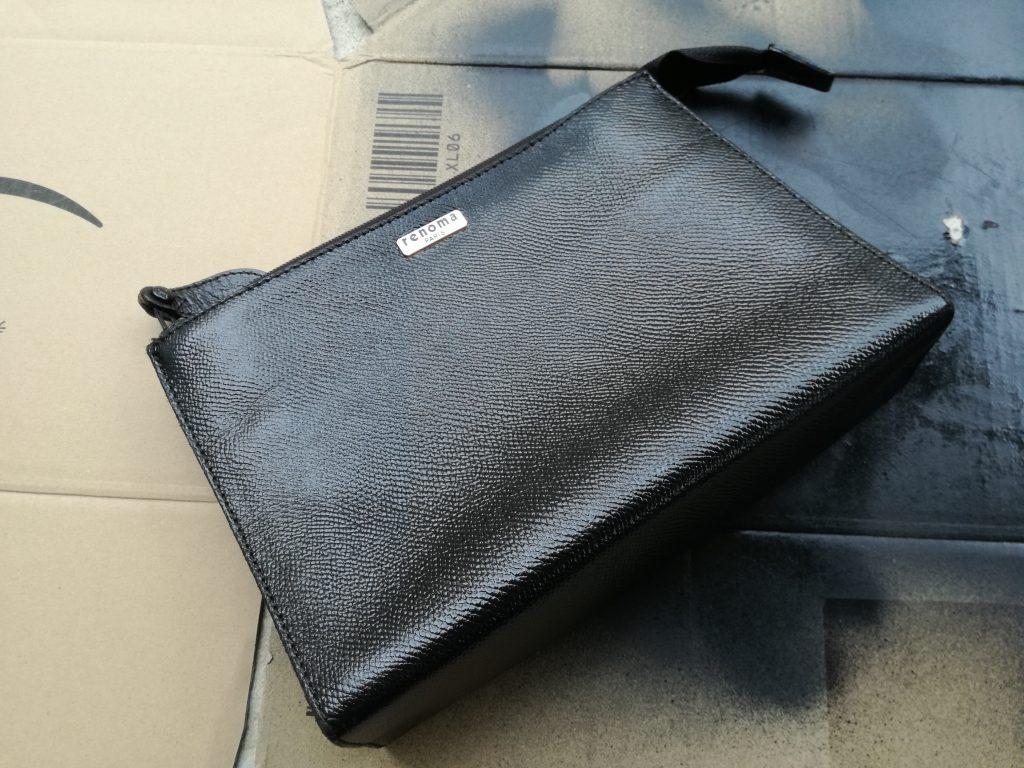 本革のバッグを思い切ってアクリル系ラッカースプレーで染めてみた。