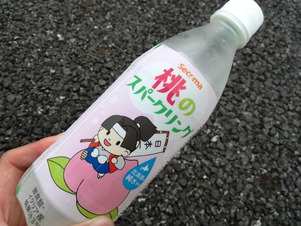 【セイコマート】北海道の純水を使用した「桃のスパークリング」。